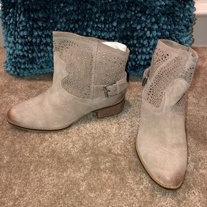 NAUGHTY MONKEY TAUPE BOOTIE 8.5